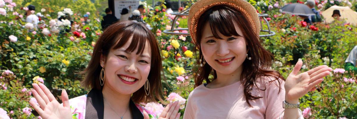粕屋町バラまつりの平野綾菜と大石麻美のスナップ画像