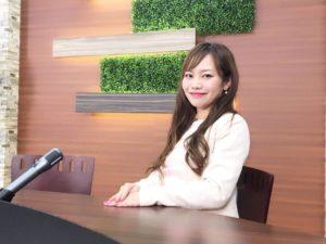 web番組進行のMC平野綾菜