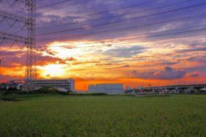 夕陽が綺麗な田園風景