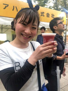 ビール片手にはーとふるメンバー大石麻美