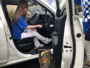自動車アルコール検知体験中のはーとふるメンバーのMISSY