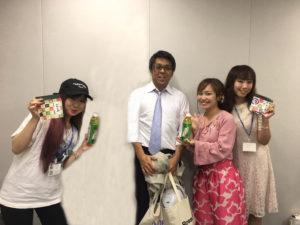 FMラジオ番組「HEART-FULL」の舟木美純と平野綾菜と番組スタッフ