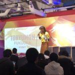 TORYUMON 2019 司会の平野綾菜と登壇者の画像